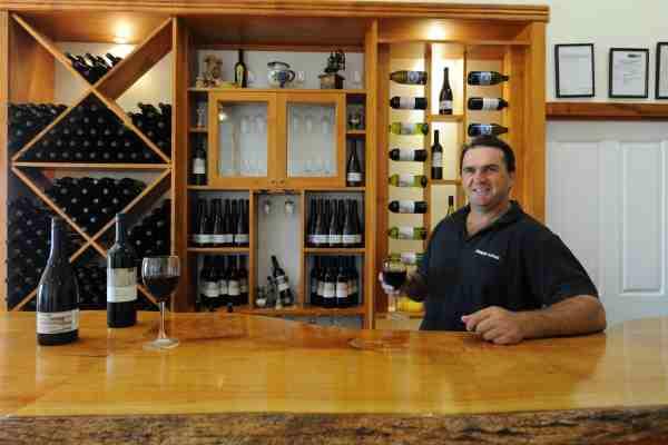 zappa_winery_bartender